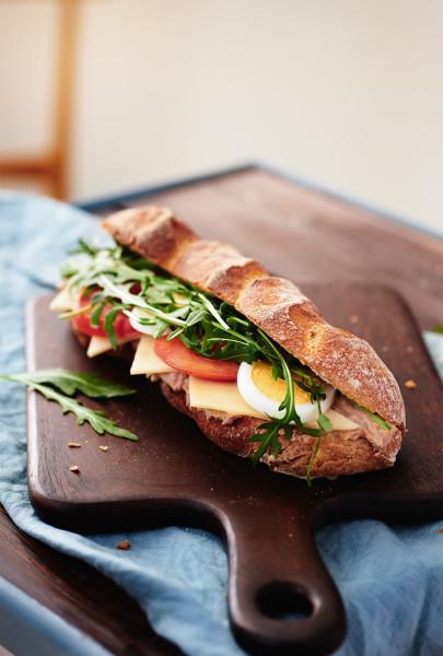 martin_auer_snacks_baguette tuna_960x1422